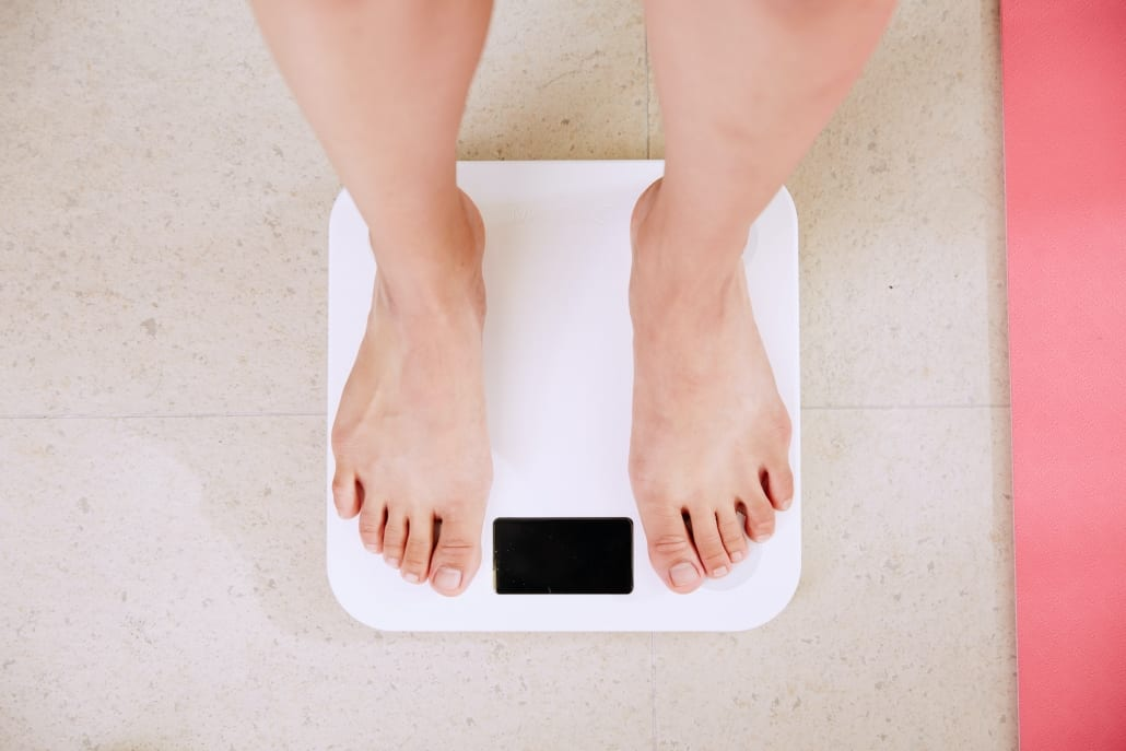 feet on a scale measuring weight loss